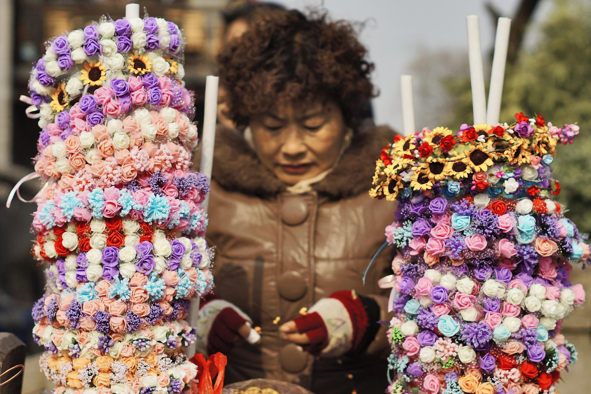 chinese street vendor selling flowers