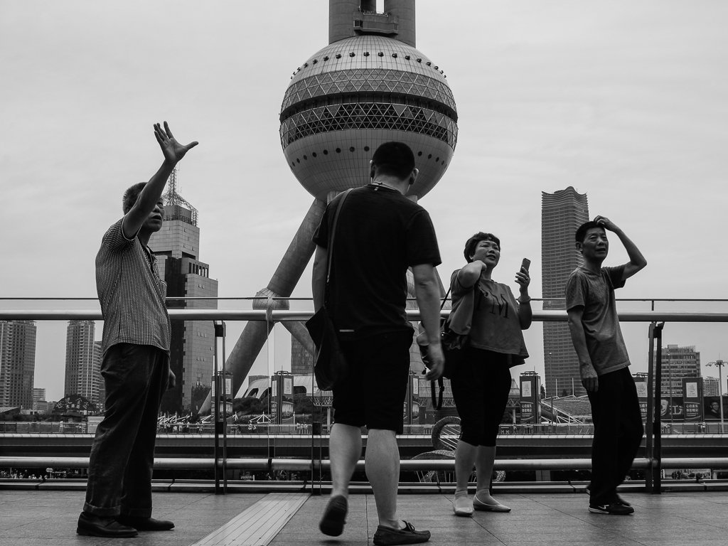 shanghai-pearl-tower-tourists