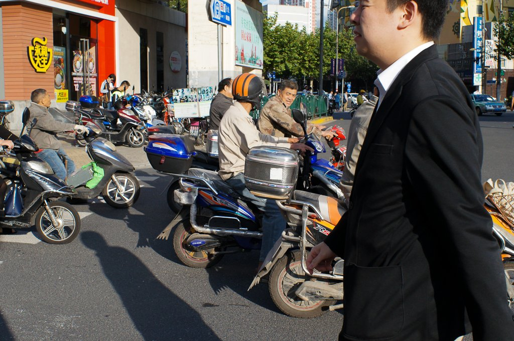 shanghai-street-photography-suit-motorbikes