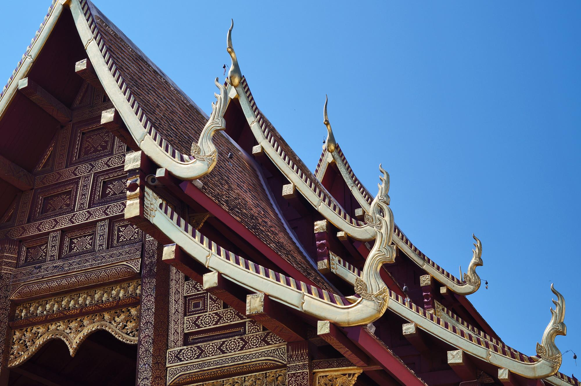 chiang mai temple roof