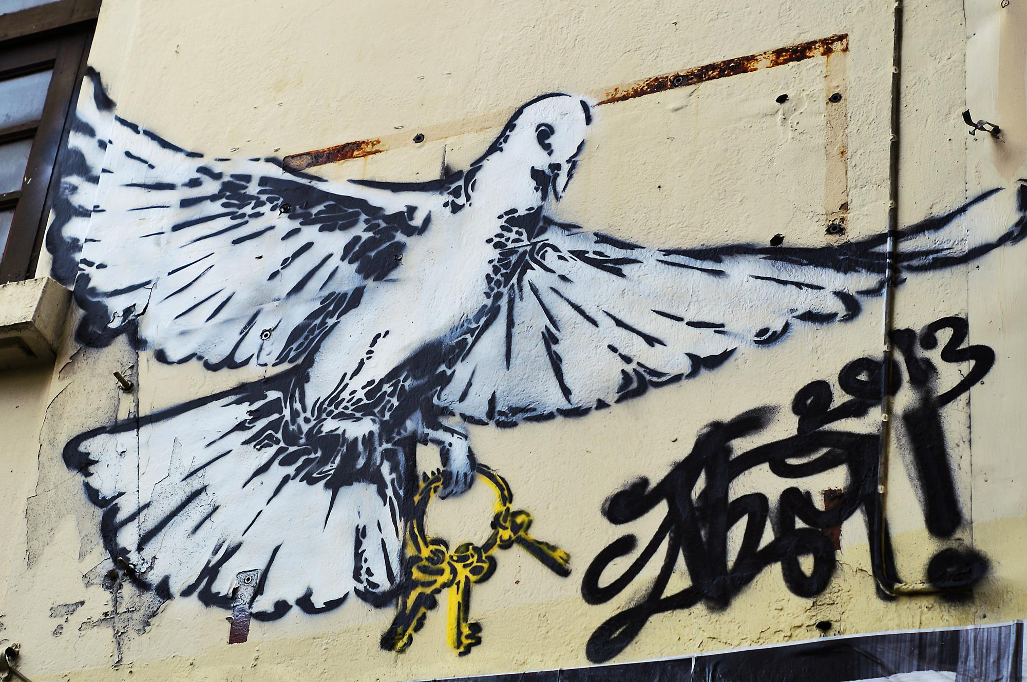 bangkok graffiti dove