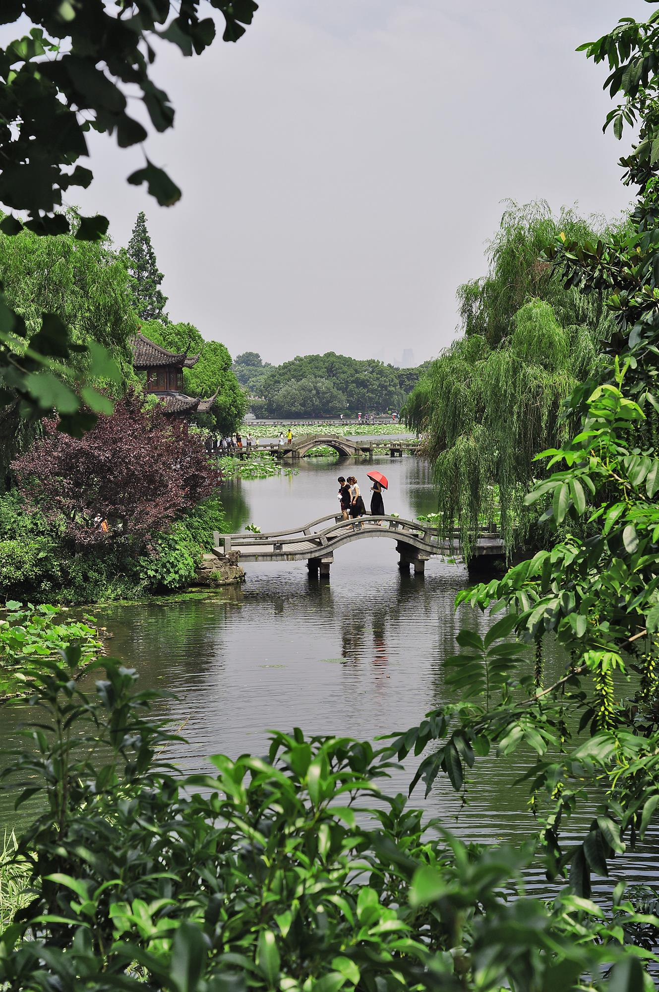 bridges at west lake hangzhou