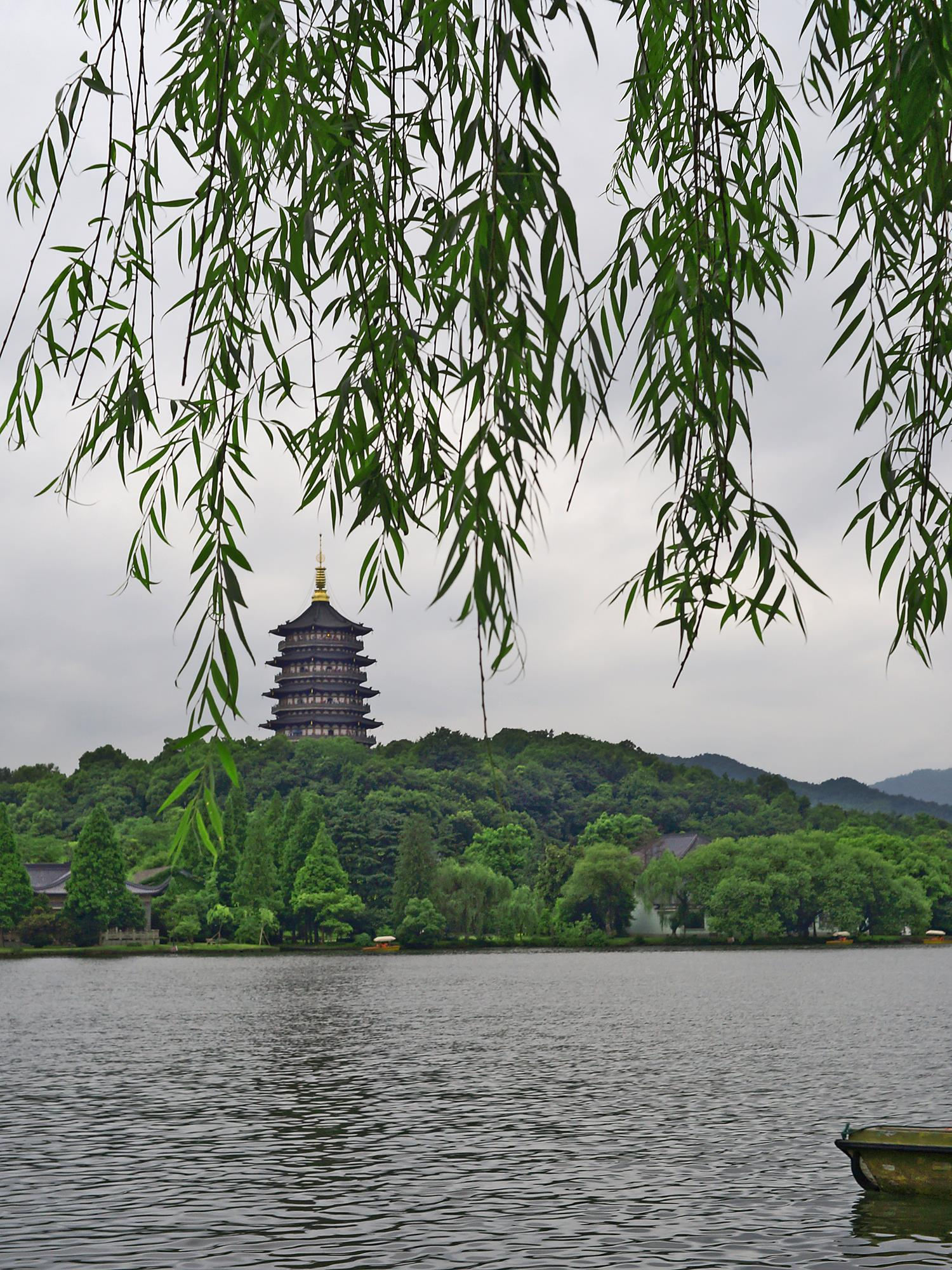 leifeng pagoda at west lake hangzhou
