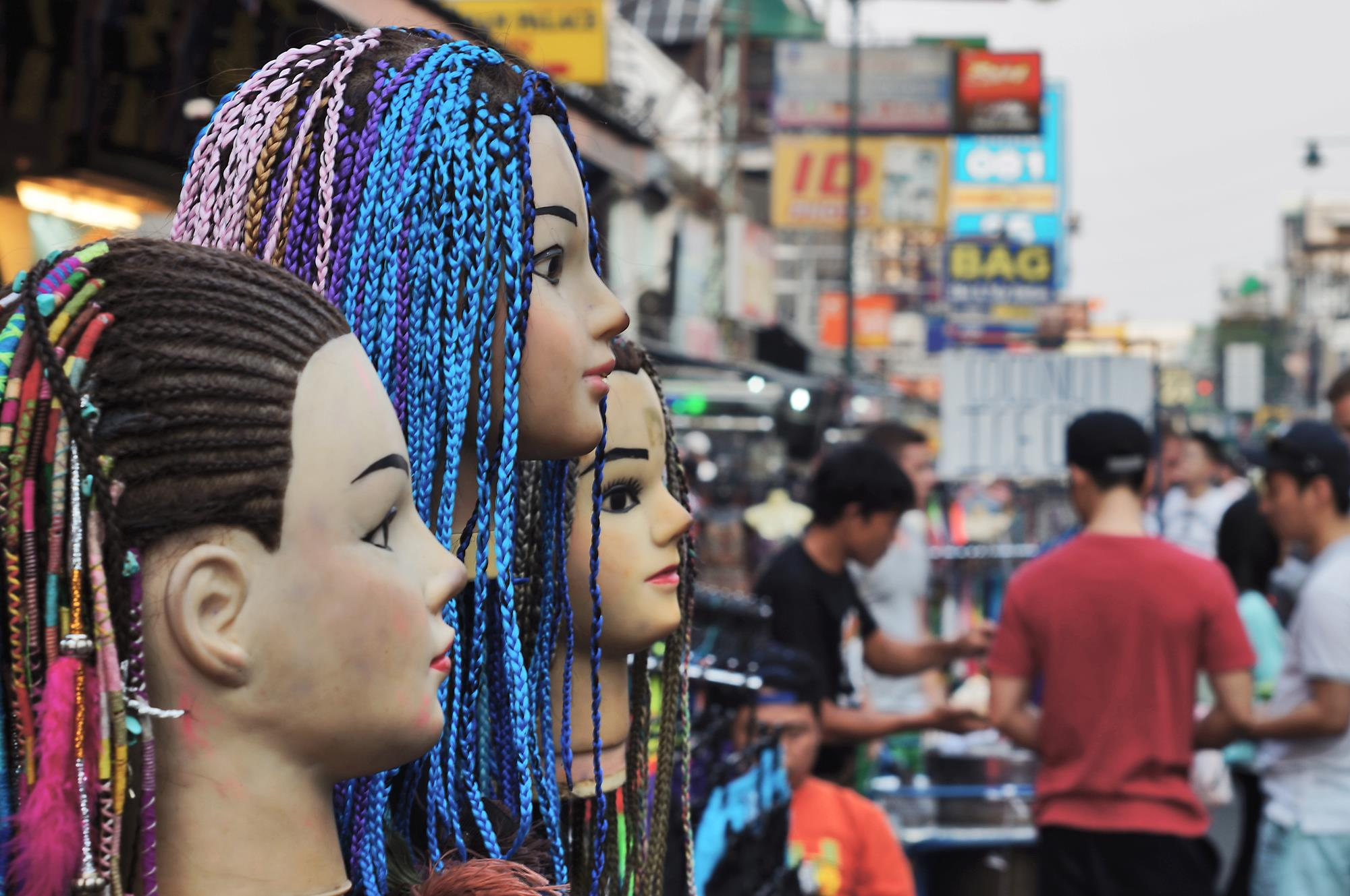 hair braid mannequins on khao san road