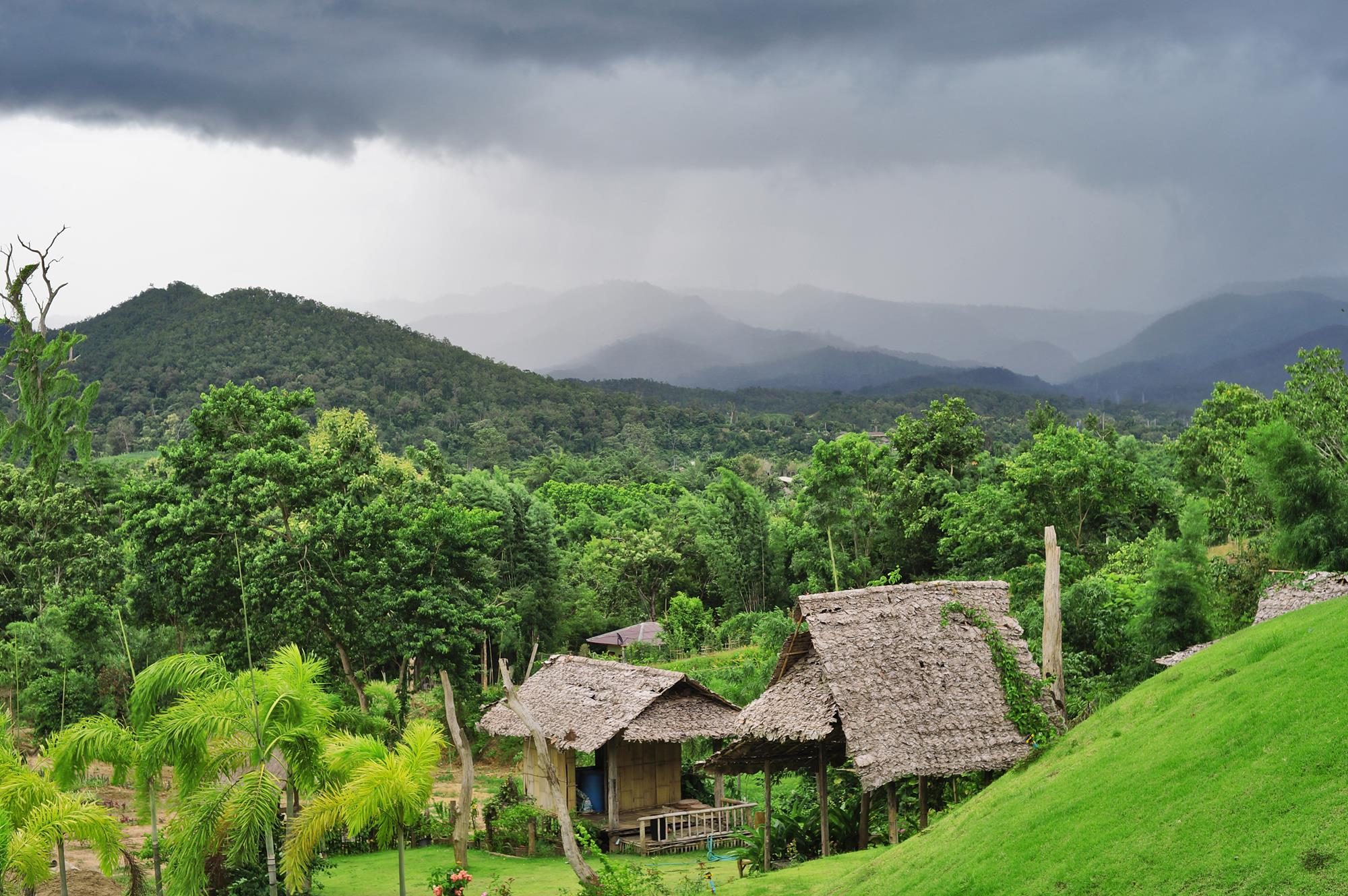 rain clouds in pai