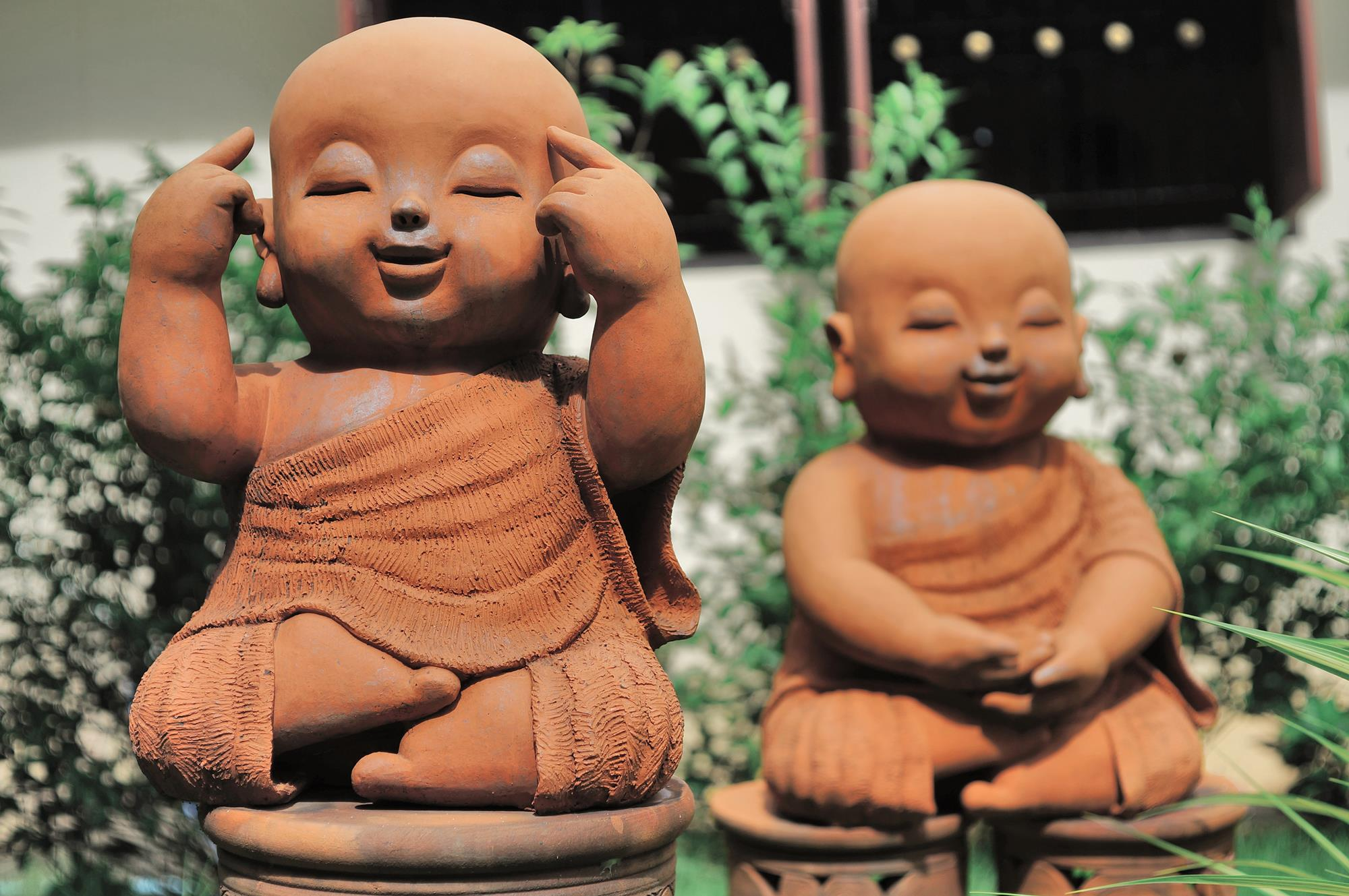 two child buddhist statues