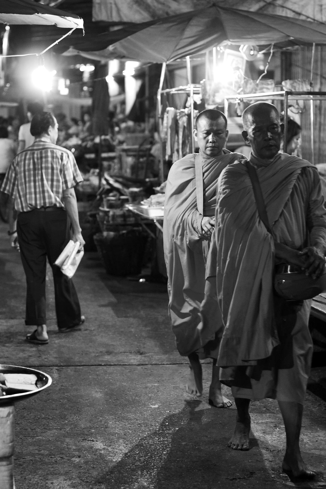 monks thailand market