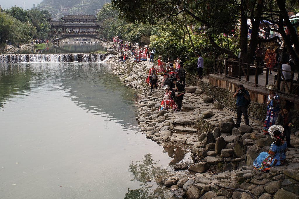 xijiang river tourists costume