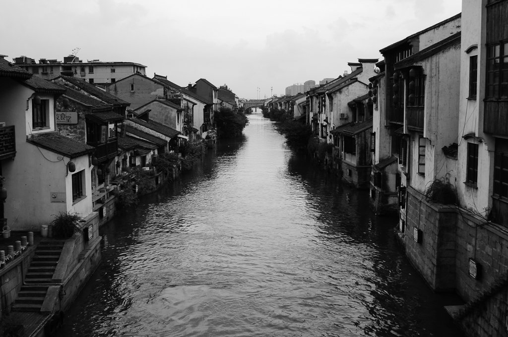 monochrome wuxi china canal