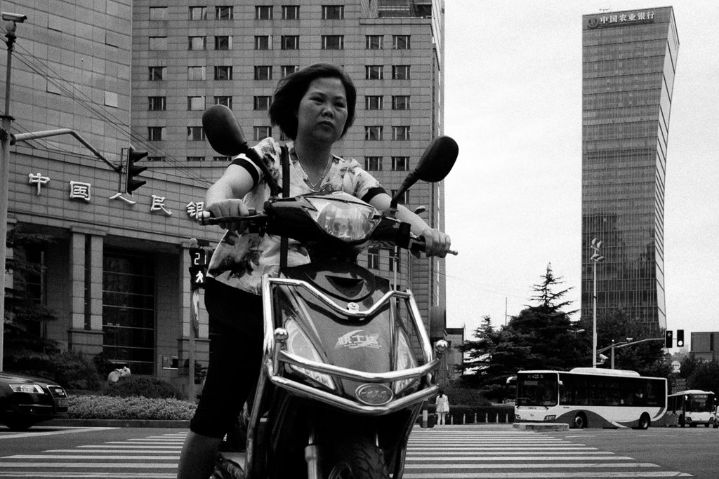 shanghai-street-photography-scooter-woman