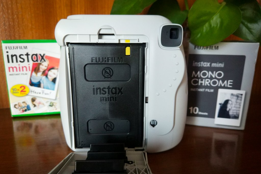 fujifilm instax mini 9 film loading