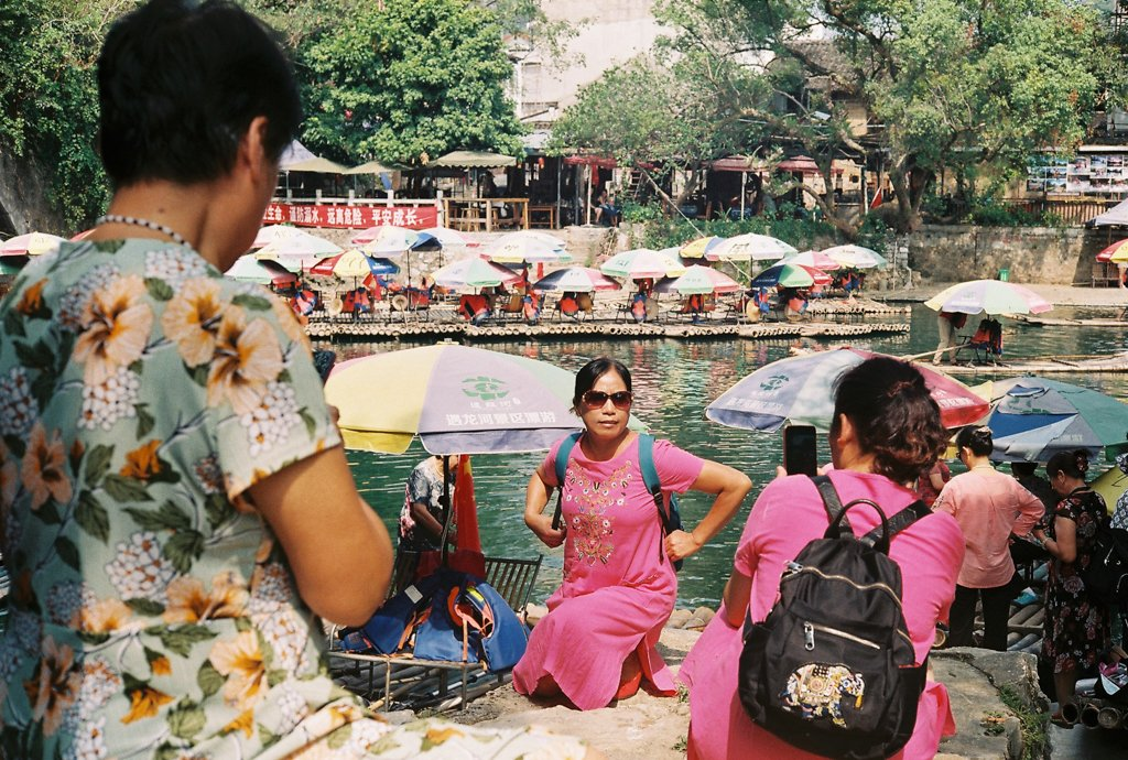 tourists at yangshuo river
